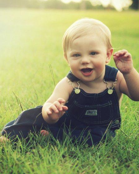 apprendre a son bebe a parler tot